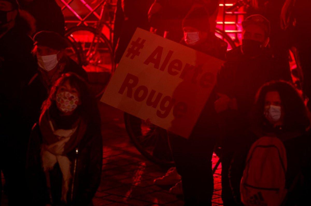 Fransa da 8 şehirde sokağa çıkma yasağı başladı #3
