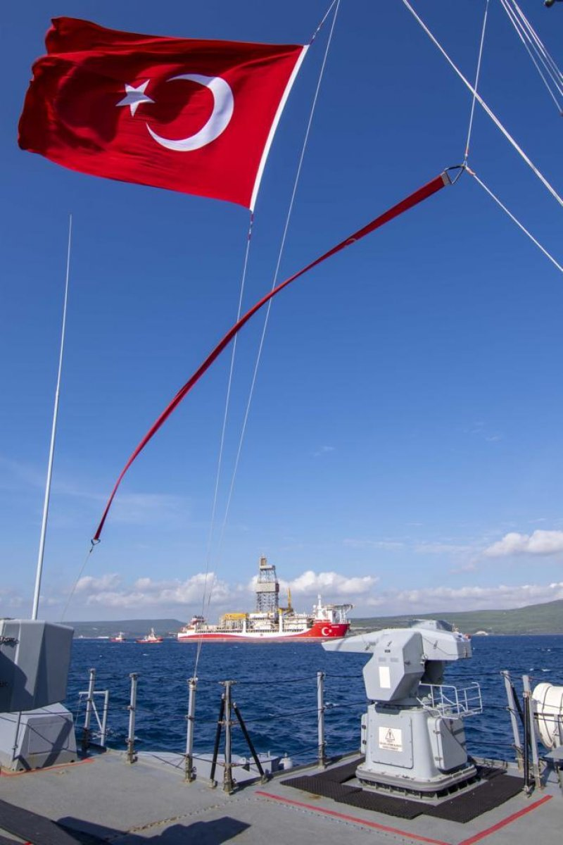 MSB: Kanuni ye Deniz Kuvvetlerimize ait gemiler eşlik ediyor #4