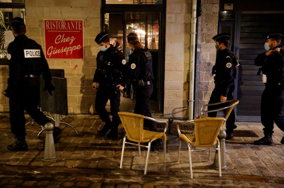 Fransa da 8 şehirde sokağa çıkma yasağı başladı #4