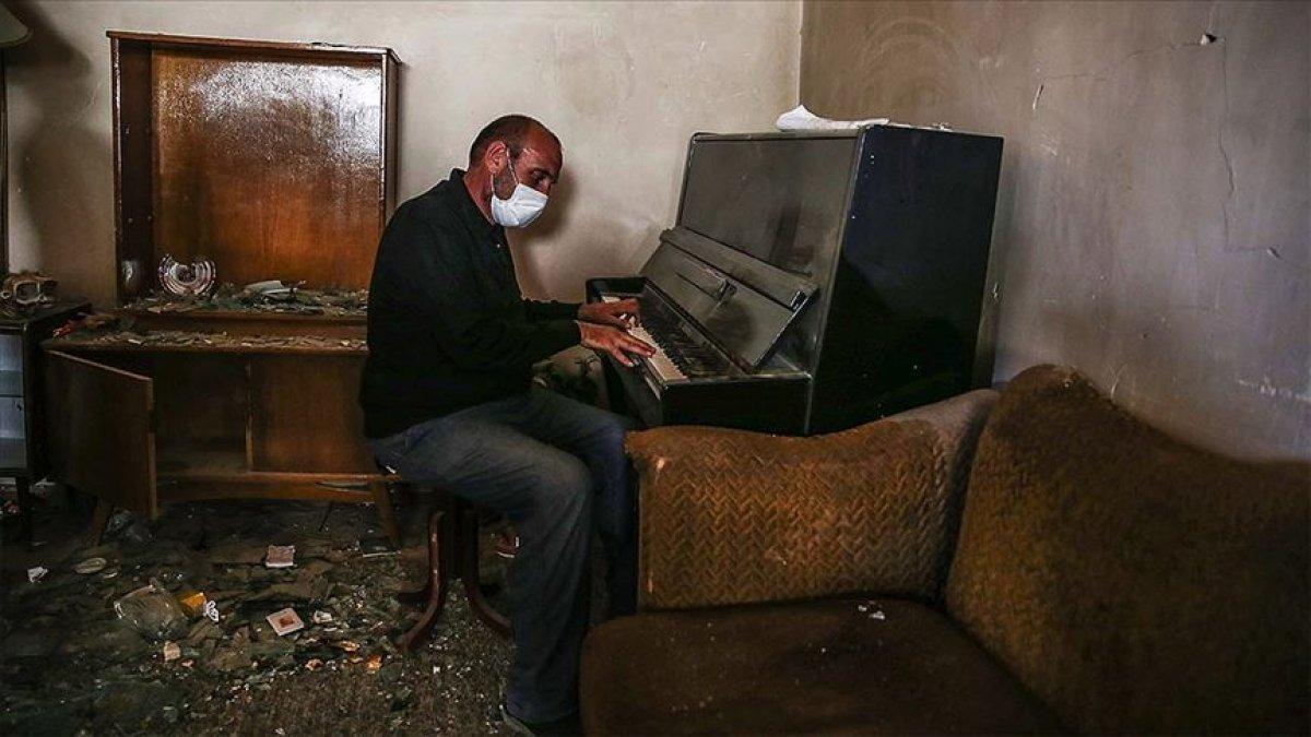 Genceli Semedov, yıkılan evinin içinde piyano çaldı #1
