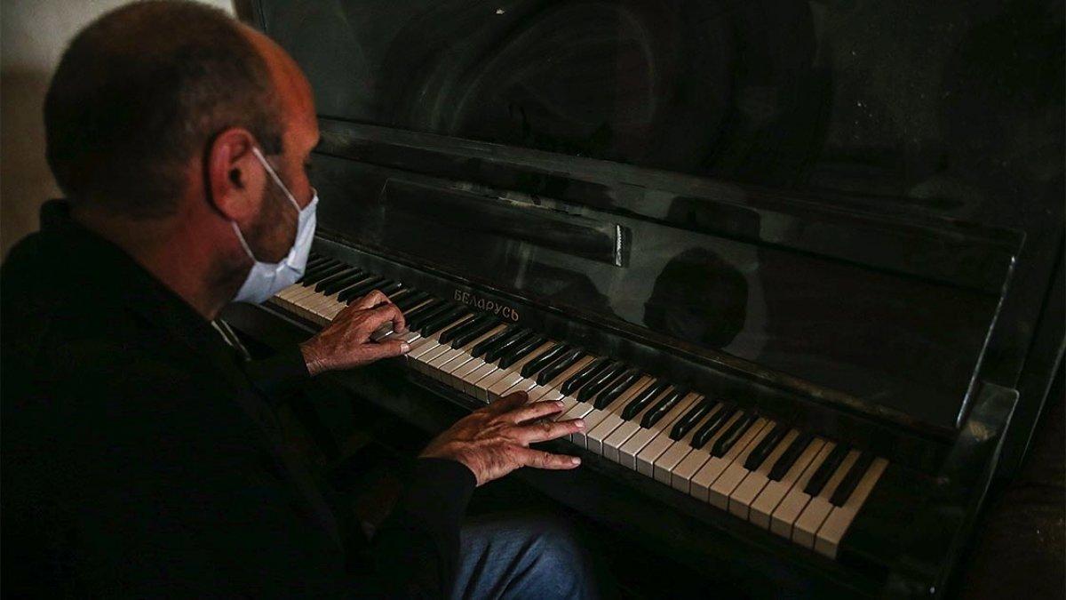 Genceli Semedov, yıkılan evinin içinde piyano çaldı #2
