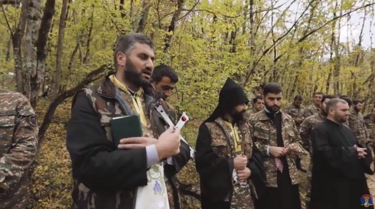 Ermeni papazlar, cepheye giden askerleri kutsadı #4