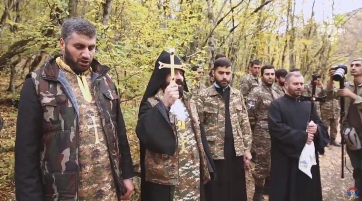 Ermeni papazlar, cepheye giden askerleri kutsadı #3