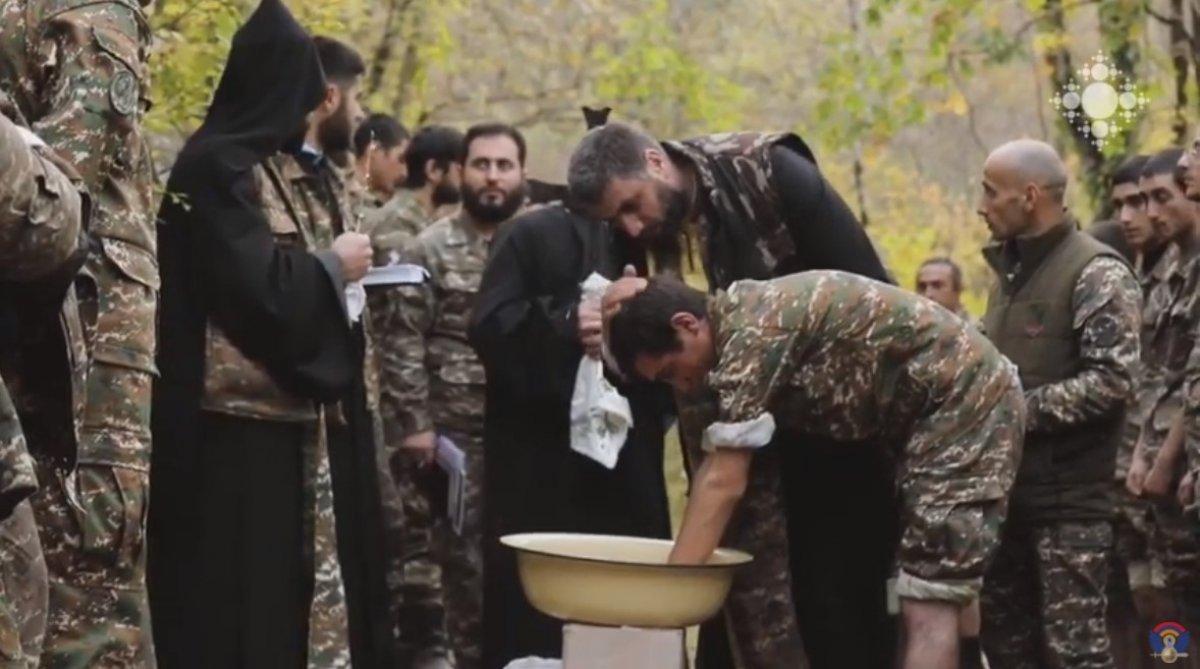 Ermeni papazlar, cepheye giden askerleri kutsadı #1