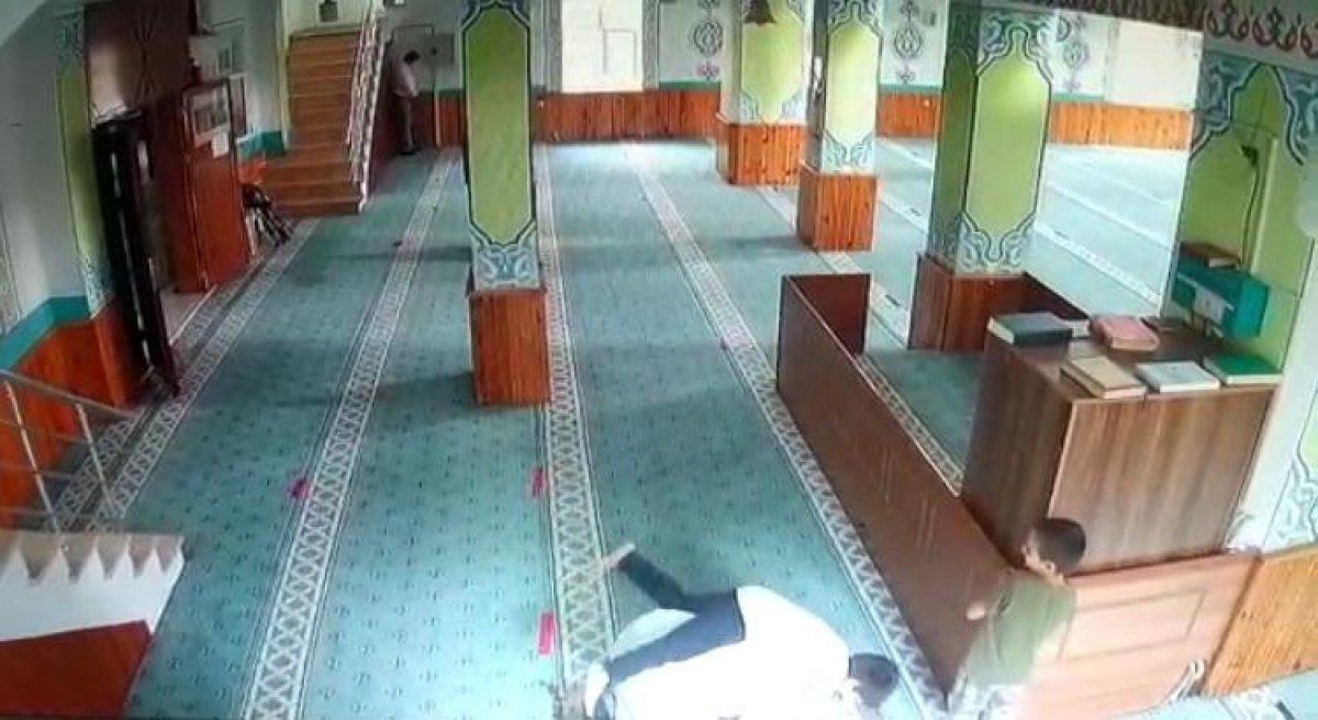 İstanbul da camiye giren çocukların imam ile oyunu #1