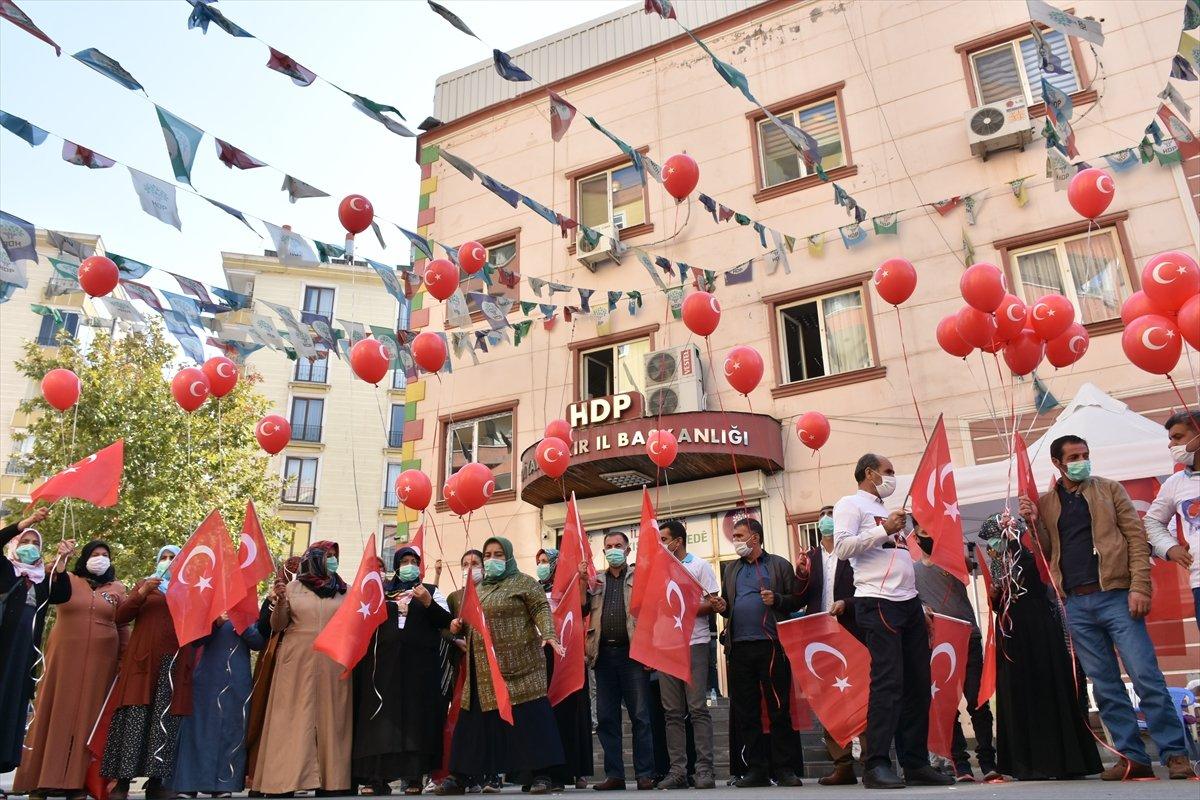Diyarbakır anneleri Cumhuriyet Bayramı nı evlat nöbetinde kutladı #1