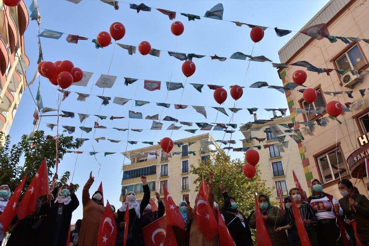 Diyarbakır anneleri Cumhuriyet Bayramı nı evlat nöbetinde kutladı #3