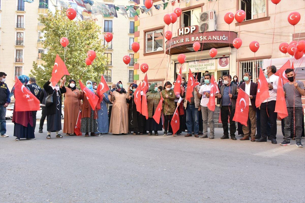 Diyarbakır anneleri Cumhuriyet Bayramı nı evlat nöbetinde kutladı #4
