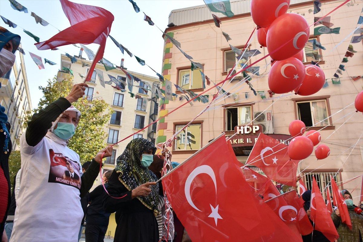 Diyarbakır anneleri Cumhuriyet Bayramı nı evlat nöbetinde kutladı #2