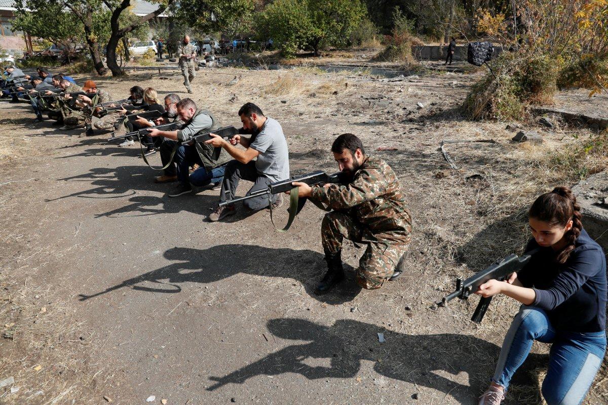 Ermenistan sivilleri cepheye hazırlıyor #2