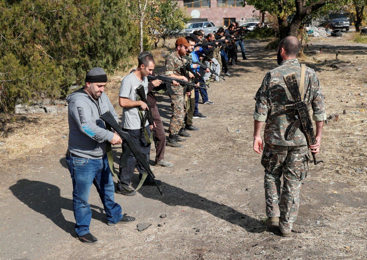 Ermenistan sivilleri cepheye hazırlıyor #1