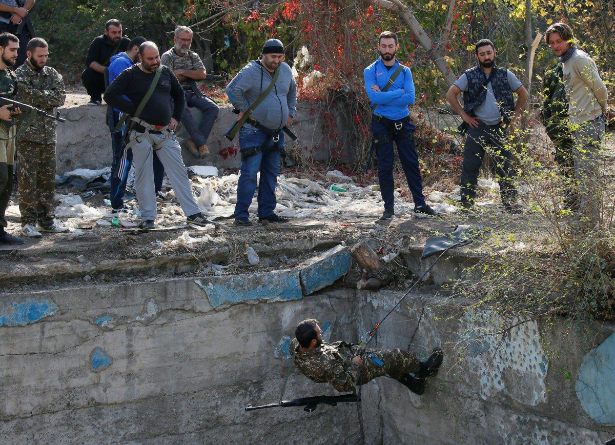 Ermenistan sivilleri cepheye hazırlıyor #6