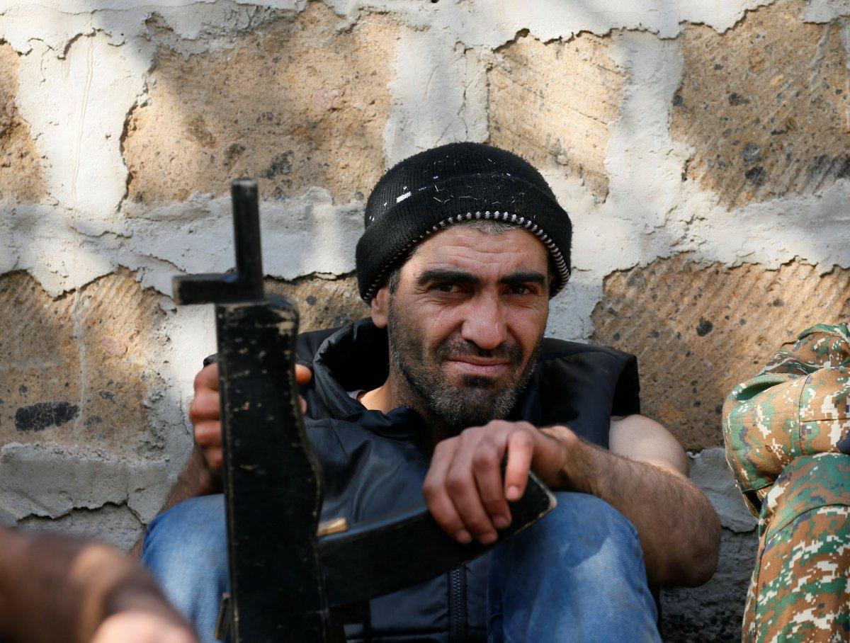 Ermenistan sivilleri cepheye hazırlıyor #12