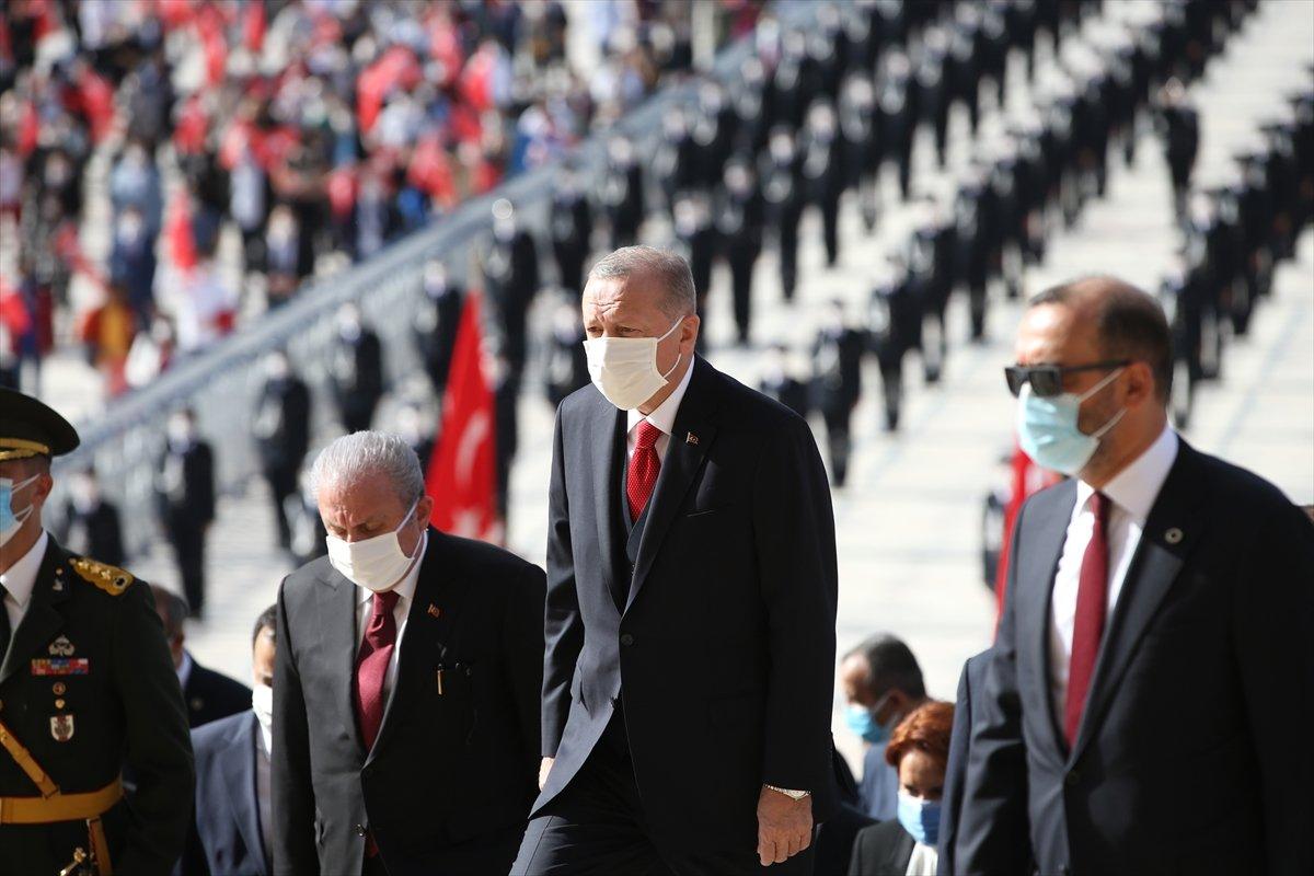 Cumhurbaşkanı Erdoğan a Anıtkabir de sevgi seli #1