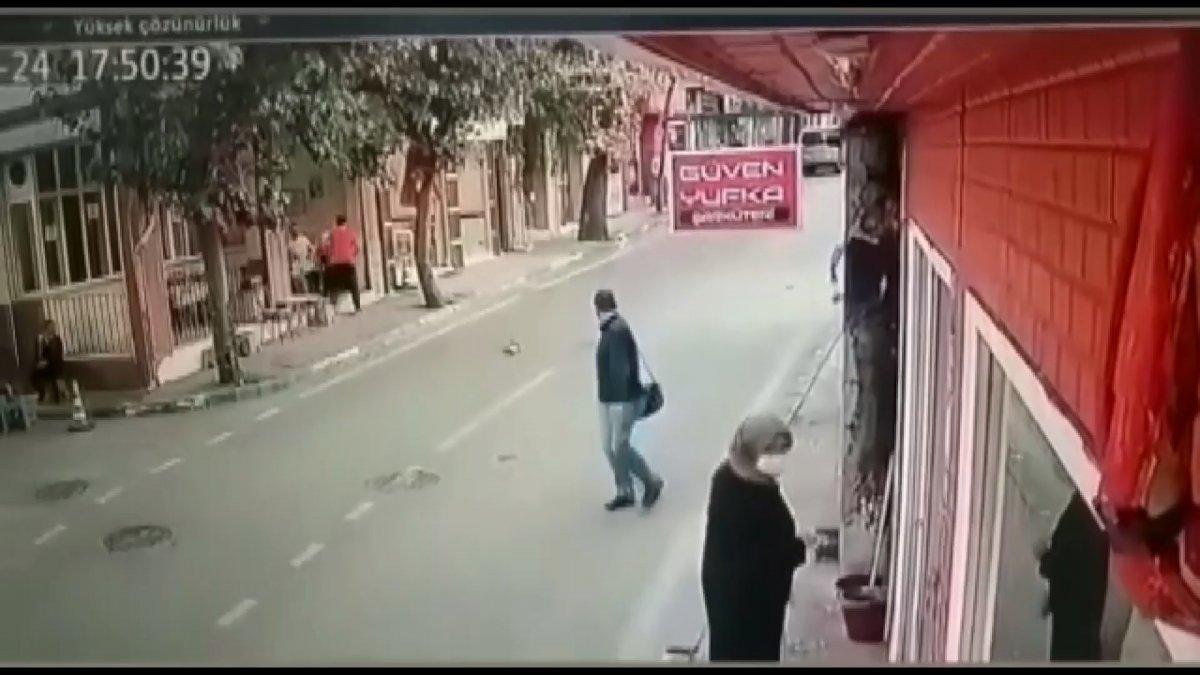 Bursa da kediyi ezerek öldürdü: Arkasına bile bakmadı #1