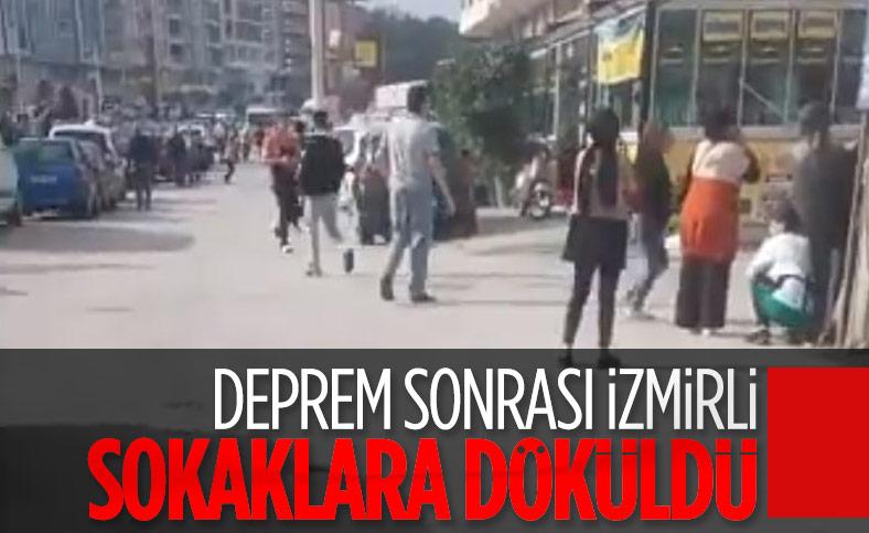İzmirliler depremin ardından sokağa döküldü