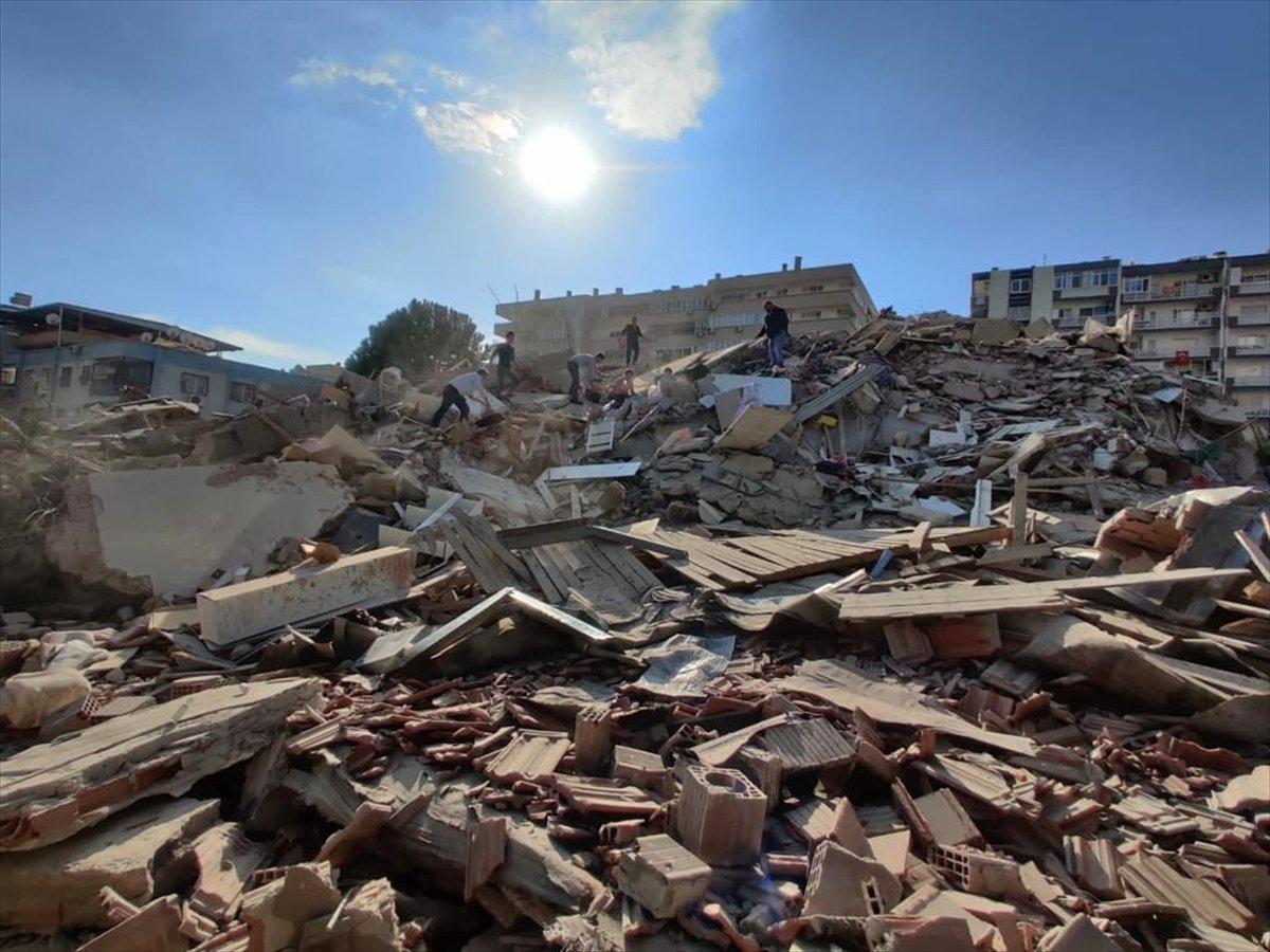 İzmirliler enkaz altında kalanların yardımına koştu #4