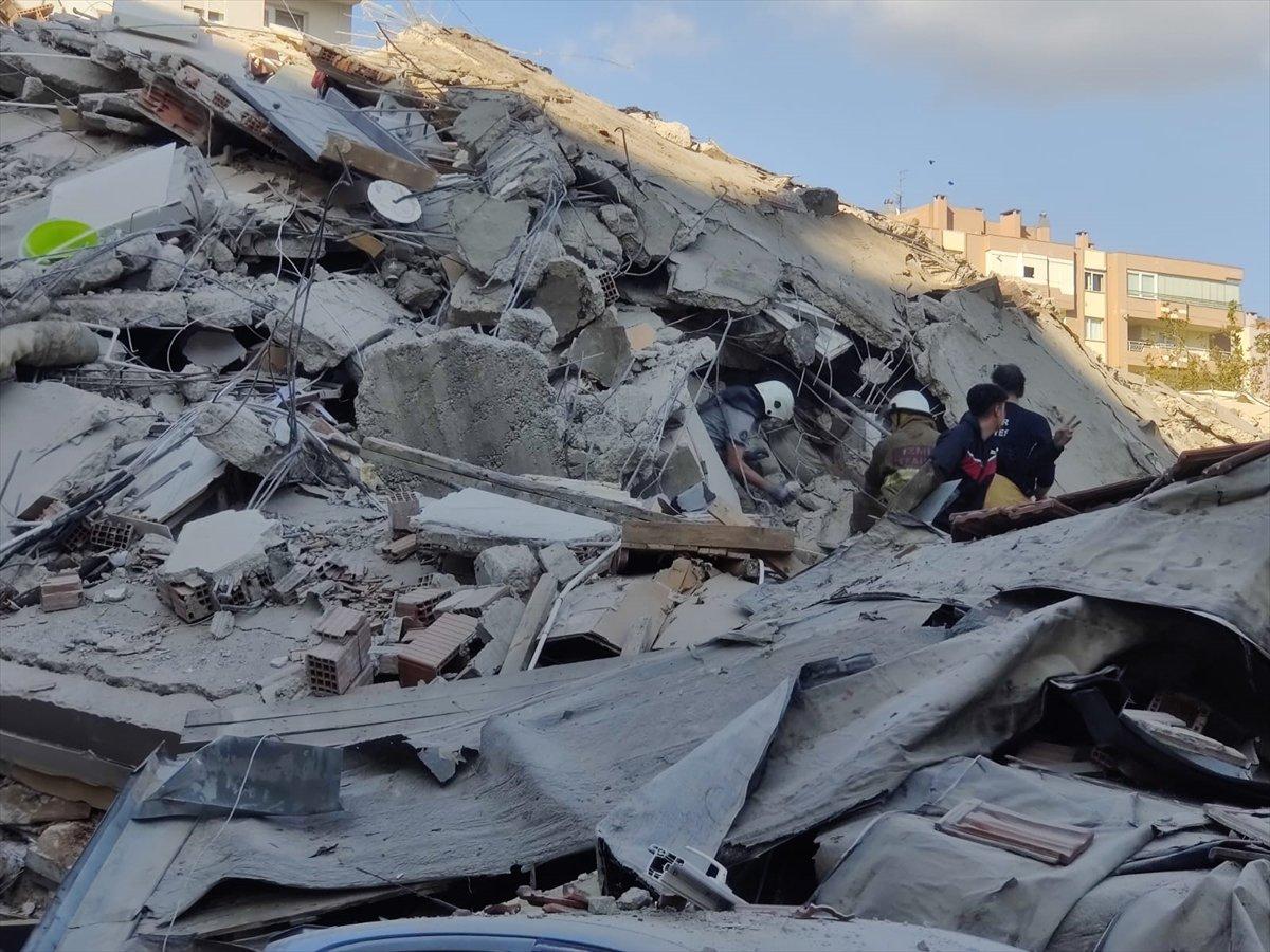 İzmirliler enkaz altında kalanların yardımına koştu #7