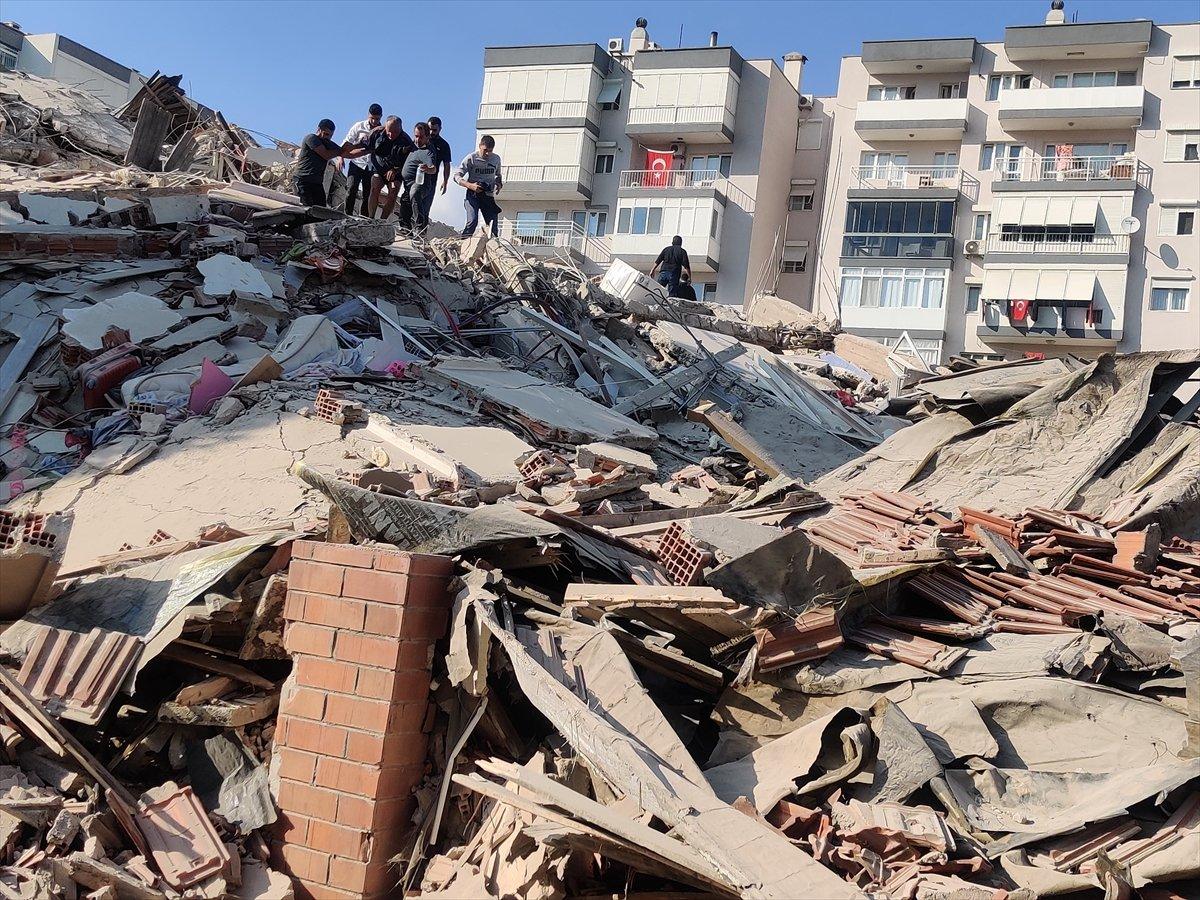 İzmirliler enkaz altında kalanların yardımına koştu #1