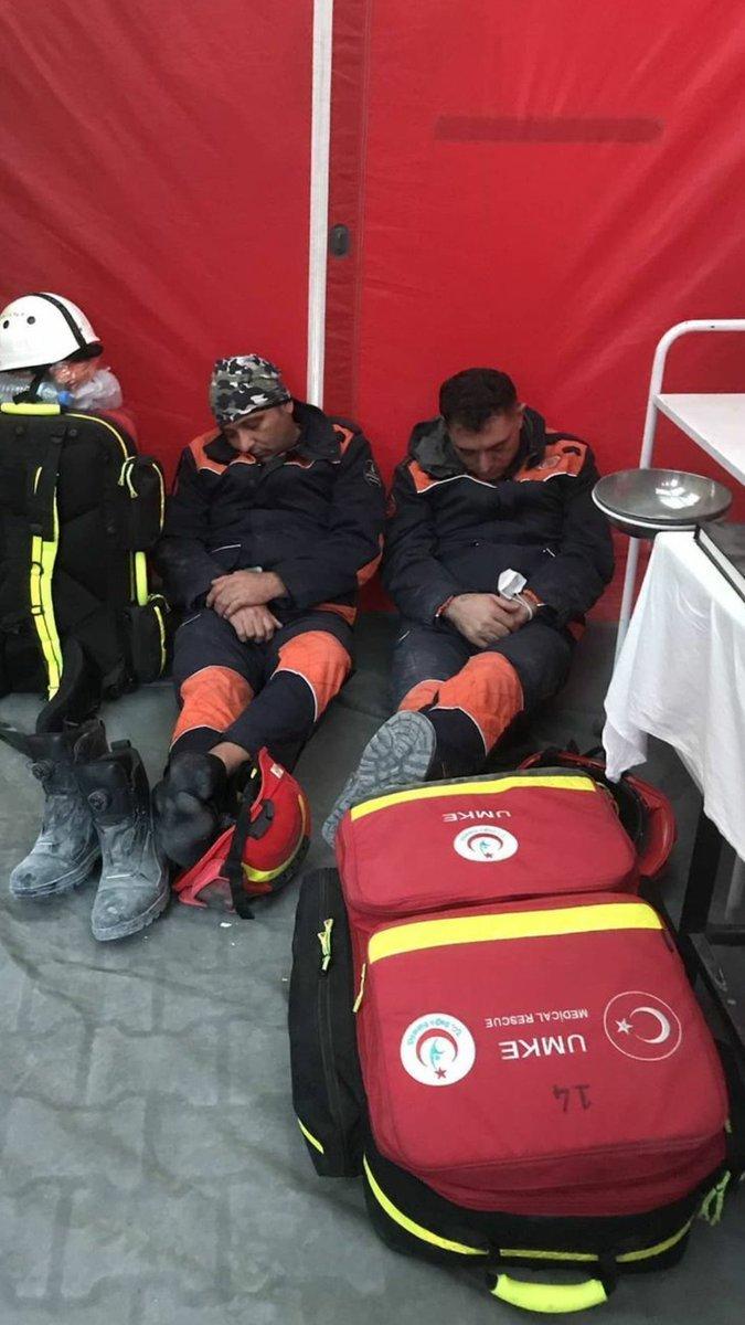 İzmir de kurtarma çalışmaları devam ediyor #1