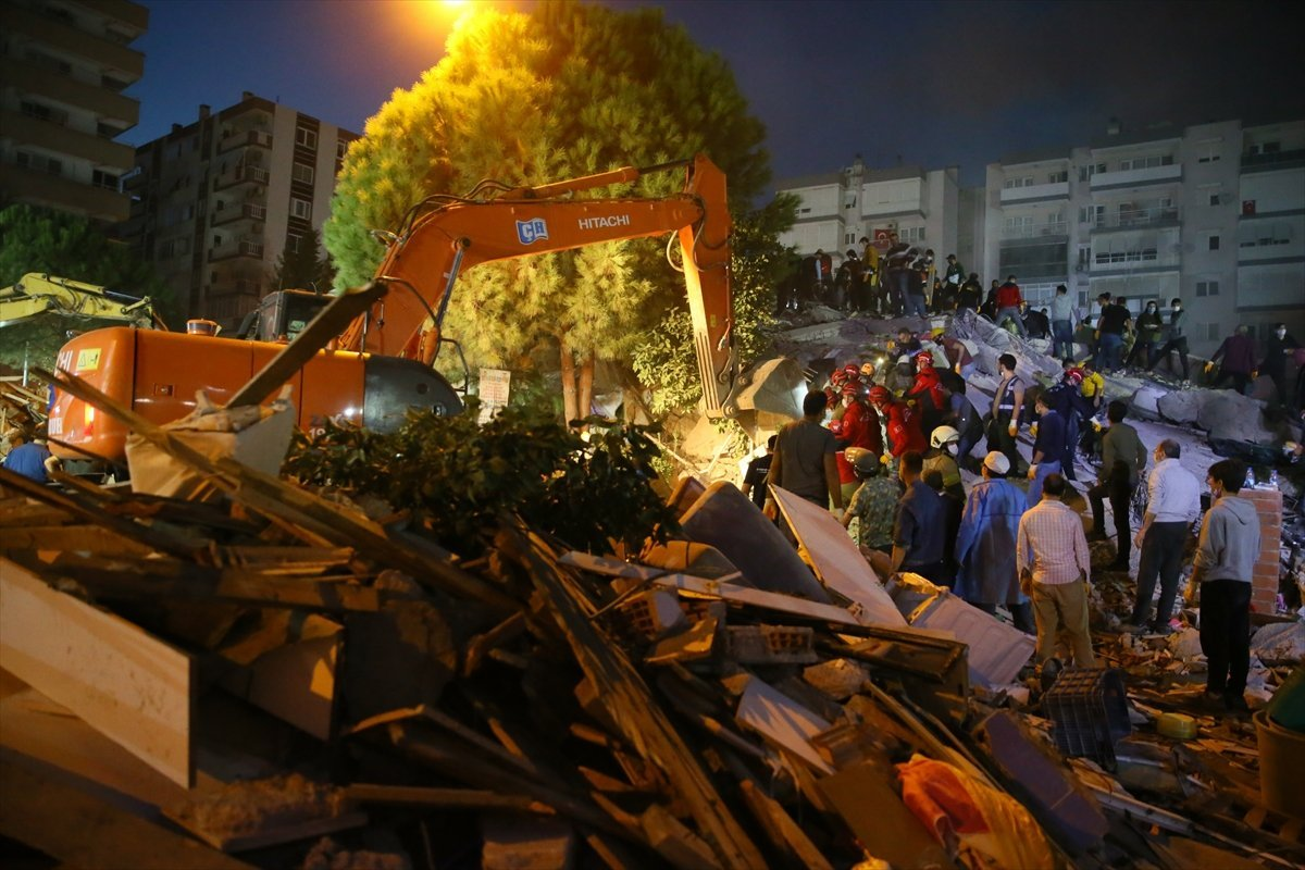 İzmir de kurtarma çalışmaları devam ediyor #2