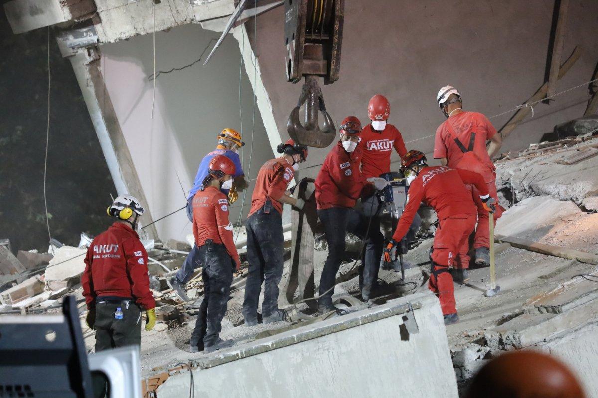 İzmir de yıkılan Emrah Apartmanı nın acı hikayesi #1