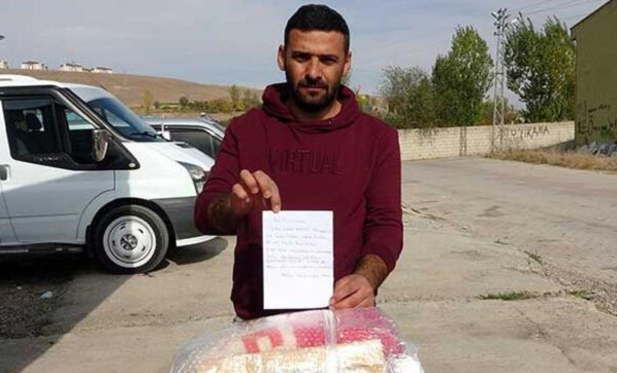 Vanlı depremzede kendisine gönderilen battaniyeyi İzmir e yolladı #1