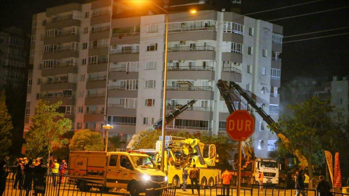 İzmir deki depremde yıkılan binalara ilişkin 9 kişiye gözaltı #3