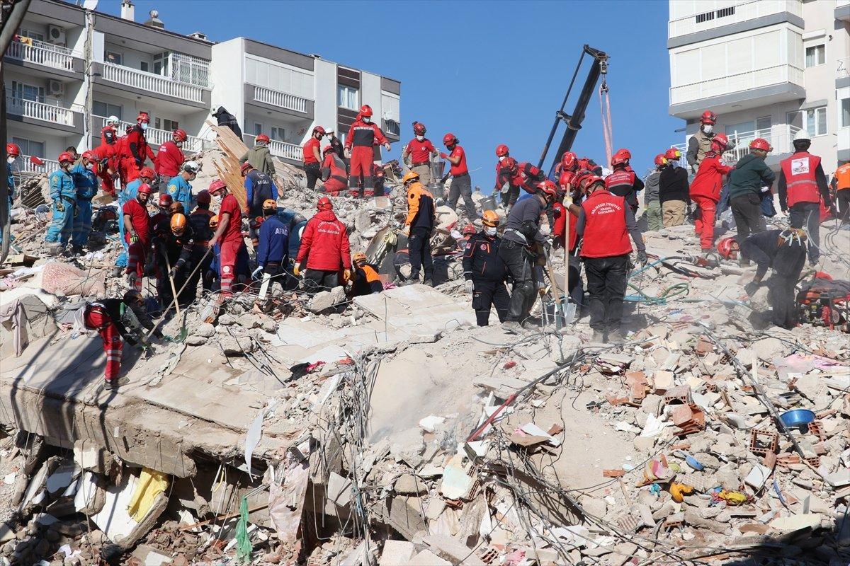 İzmir deki depremde yıkılan binalara ilişkin 9 kişiye gözaltı #2
