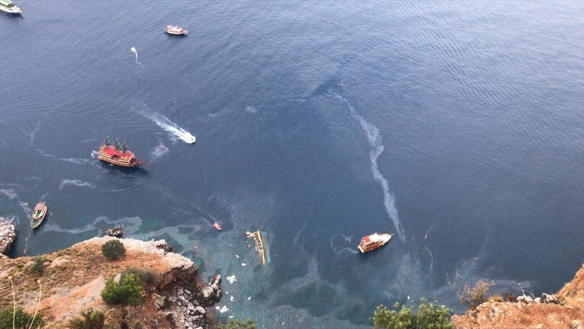 Alanya'da turist teknesi alabora oldu
