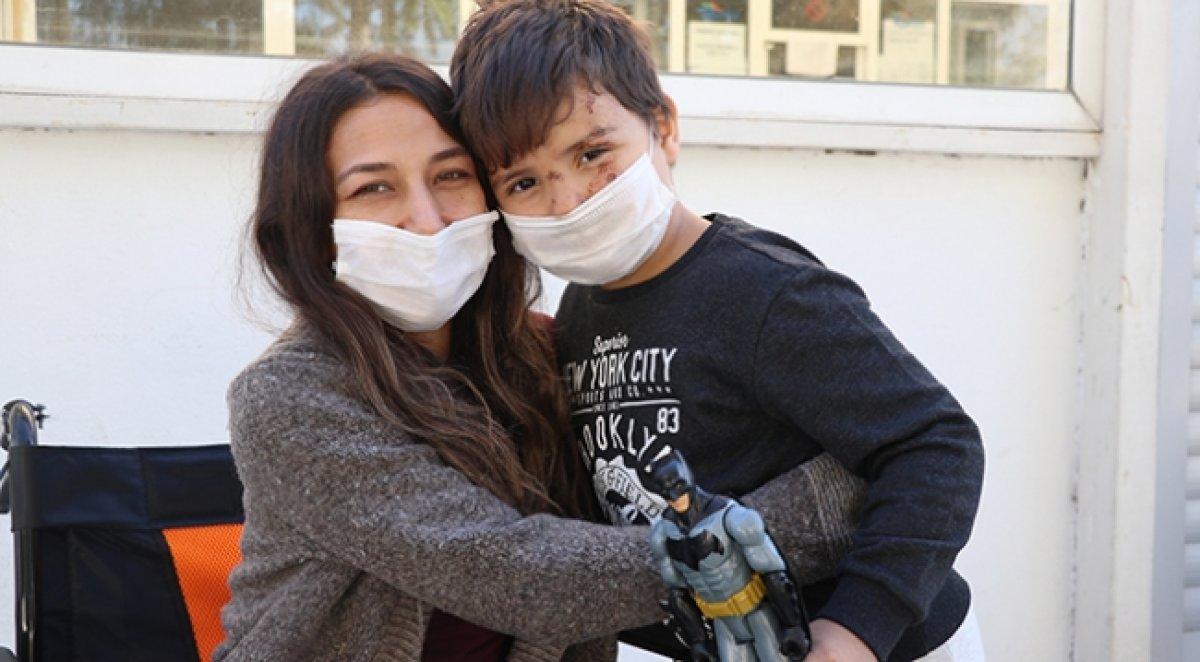 İzmir depreminde enkazdan kurtarılan mucize çocuklar #1