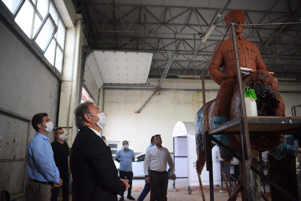 CHP li Bornova Belediyesi nden tepki çeken heykel duyurusu #2