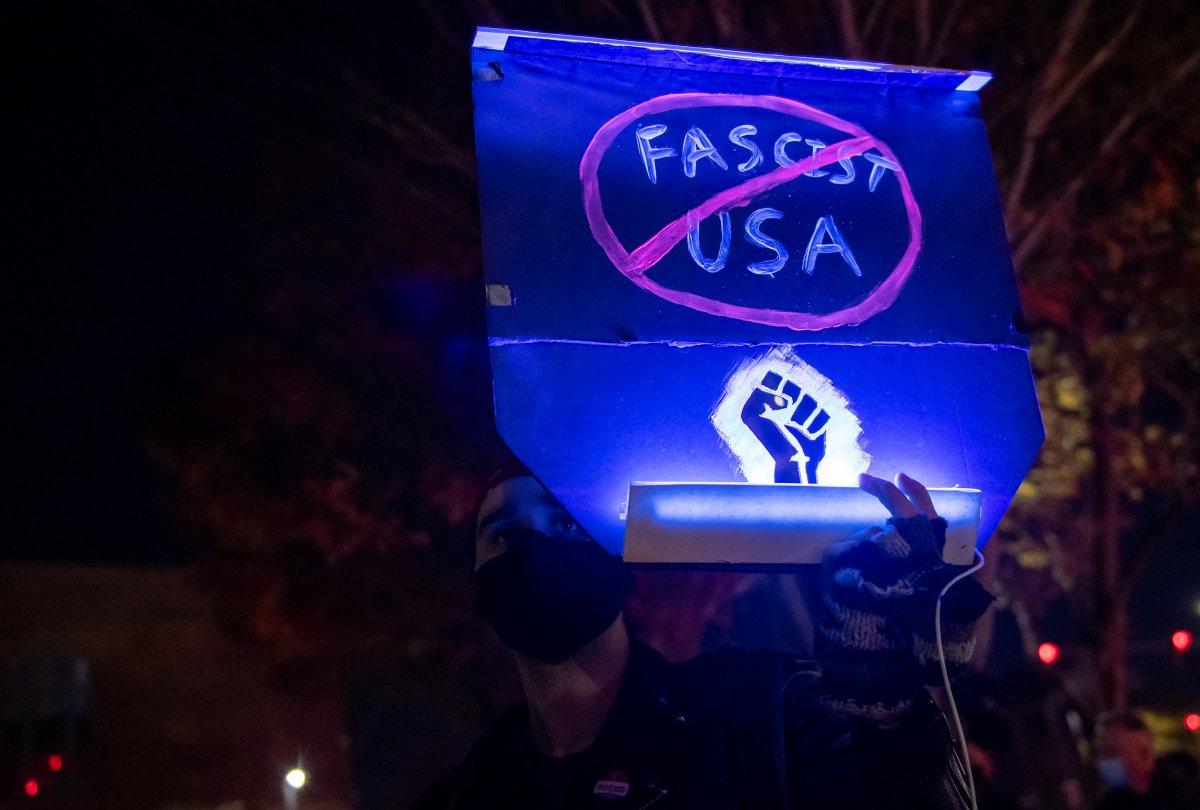 Trump destekçileri ağır silahlarla sokaklarda #4