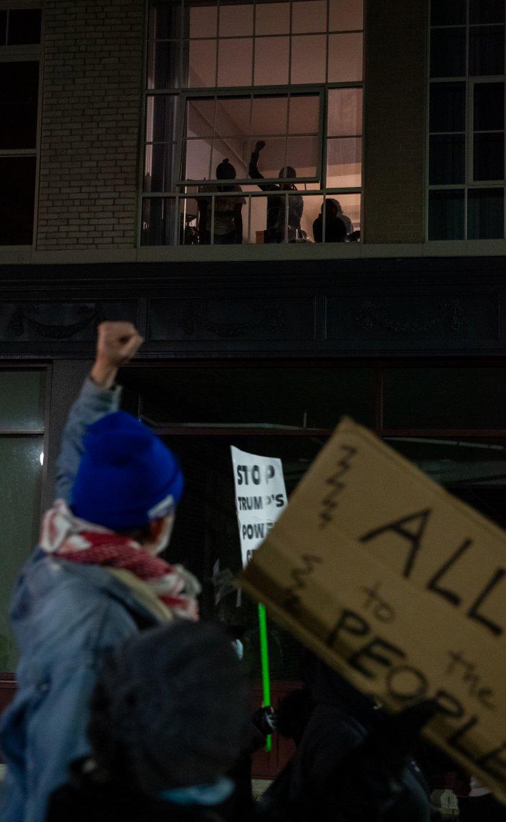 Trump destekçileri ağır silahlarla sokaklarda #7