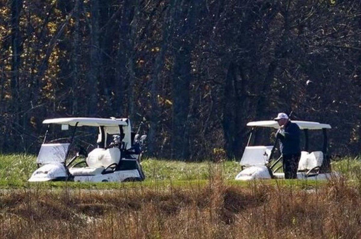Biden zaferini ilan ederken Trump golf oynuyordu #5