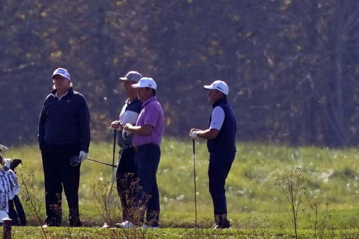 Biden zaferini ilan ederken Trump golf oynuyordu #4