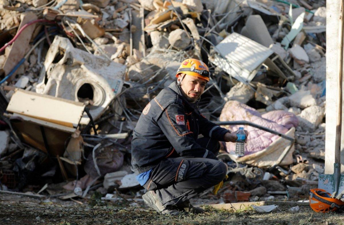 İzmir depreminde hayatını kaybedenlerin sayısı 115 e yükseldi #4