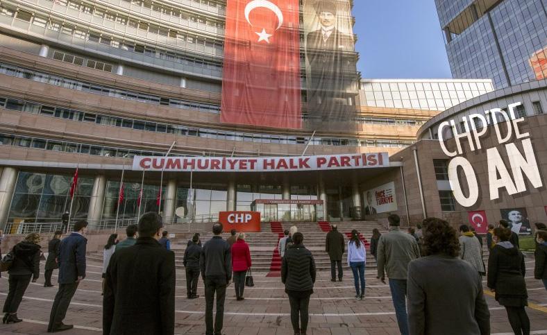 CHP Genel Merkezi'nde Atatürk için saygı duruşu