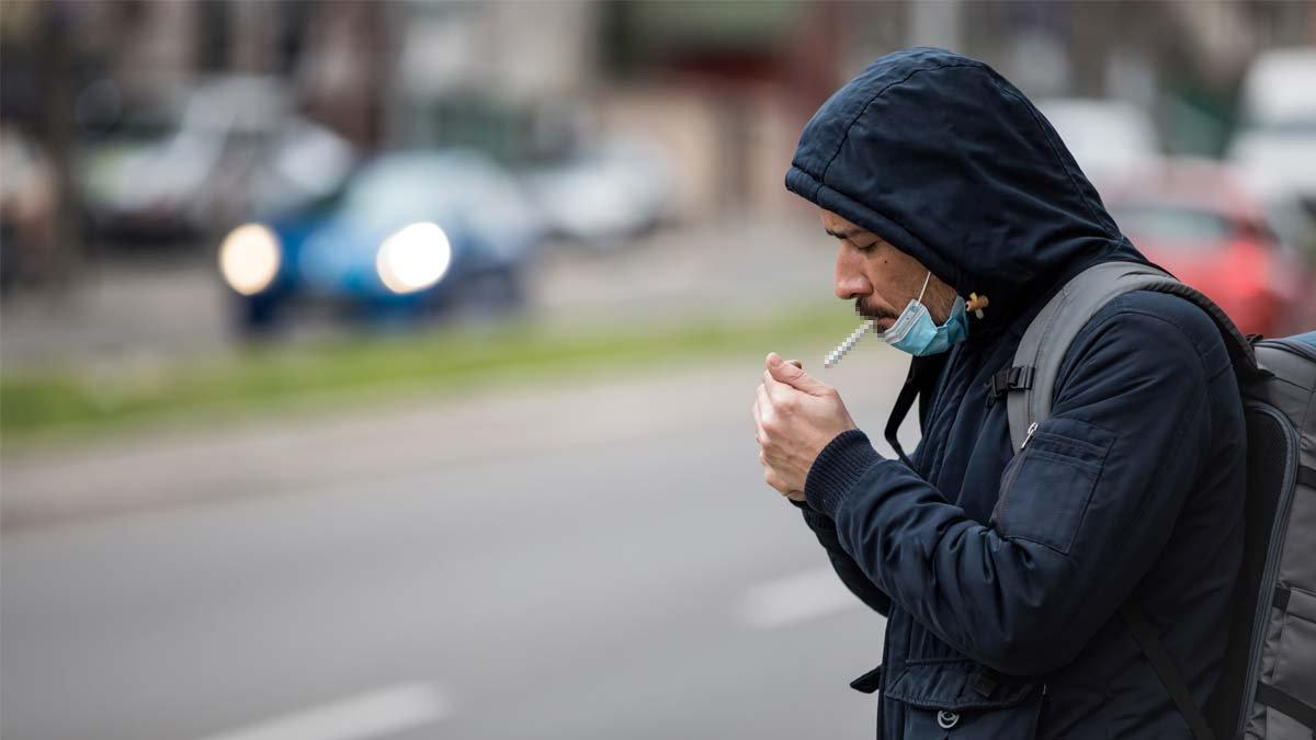 Cadde ve sokaklarda sigara içmek yasaklandı #1