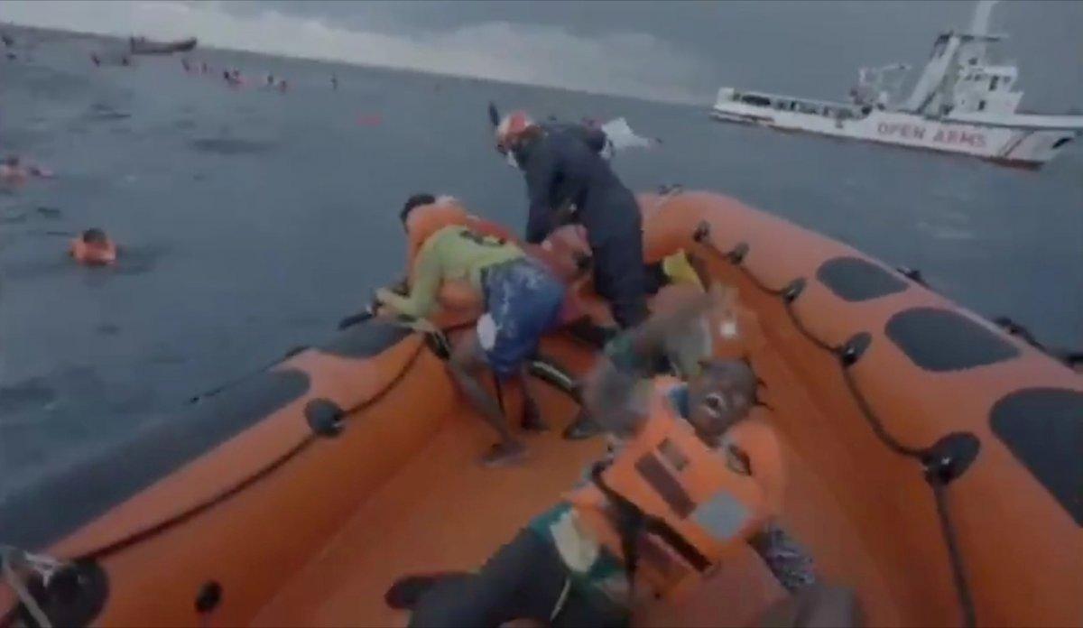 Libya da mülteci teknesi battı: 74 ölü  #1