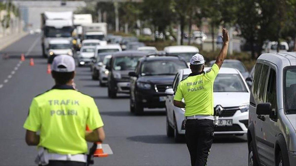 Koronavirüs denetimlerinde 991 araç trafikten, 107 iş yeri faaliyetten men edildi #1