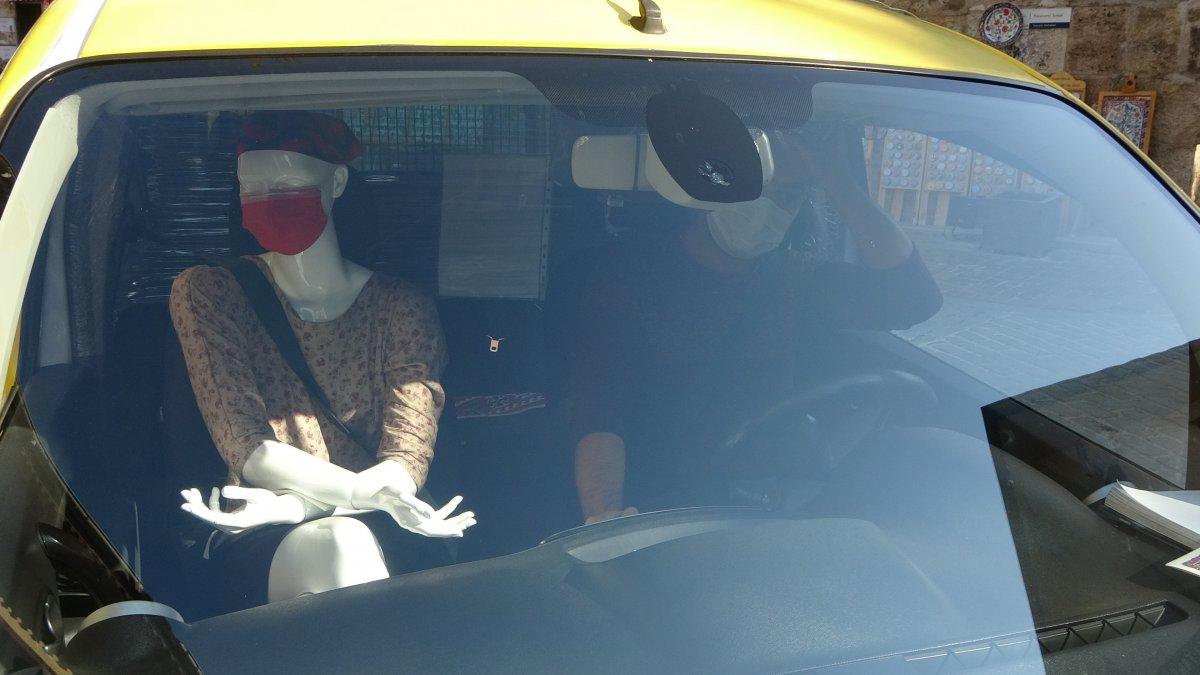 Antalya da taksiciden koronavirüse cansız mankenli önlem #2