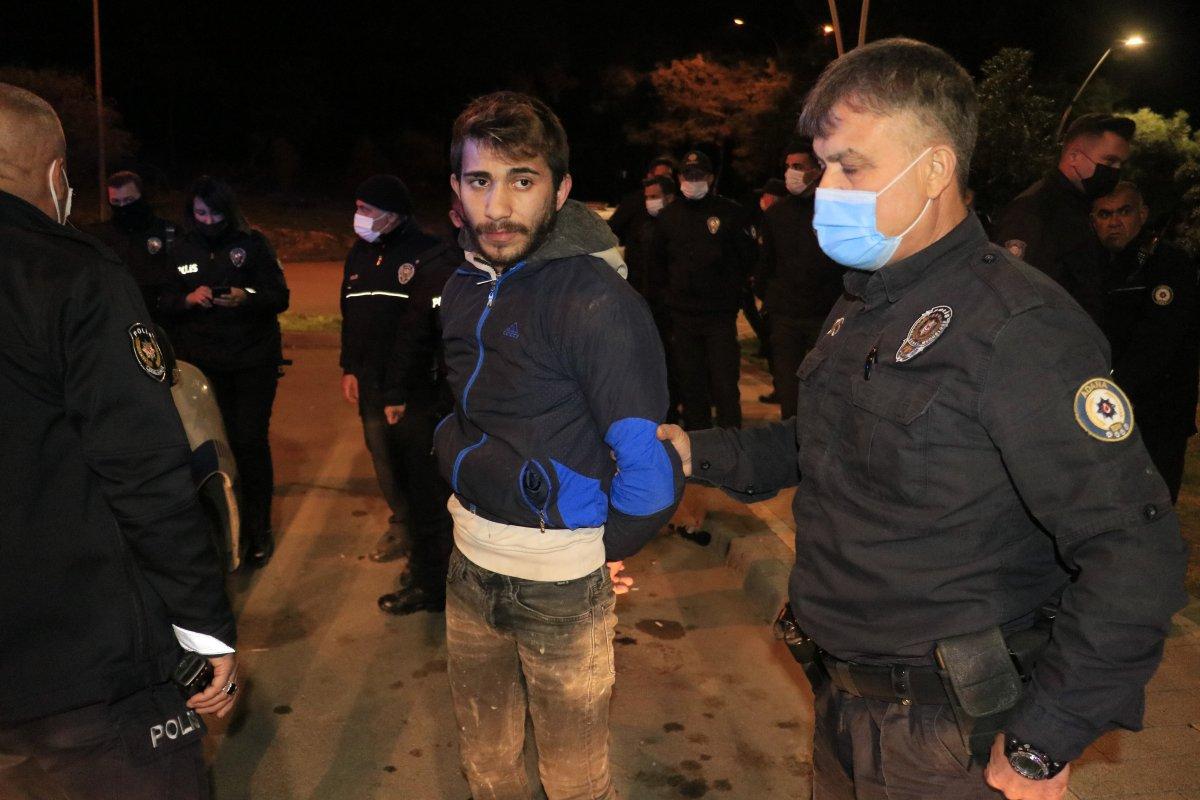 Adana da maske takmayan iki kişi polise saldırdı #1