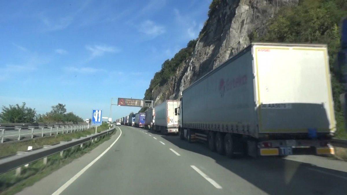 Sarp Sınır Kapısı'ndan ihracat arttı, tır kuyruğu oluştu #1