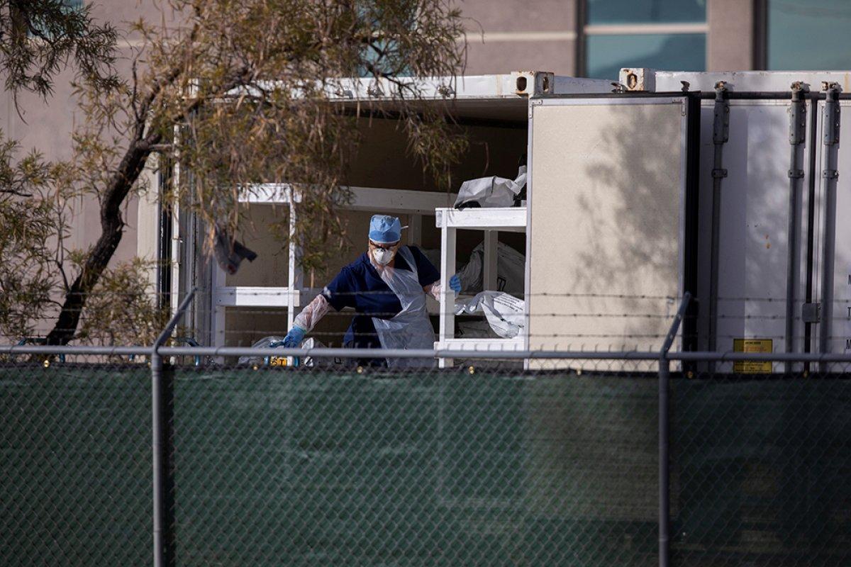 ABD de koronavirüsten ölenlerin cesetleri kamyonlara yerleştirildi #1