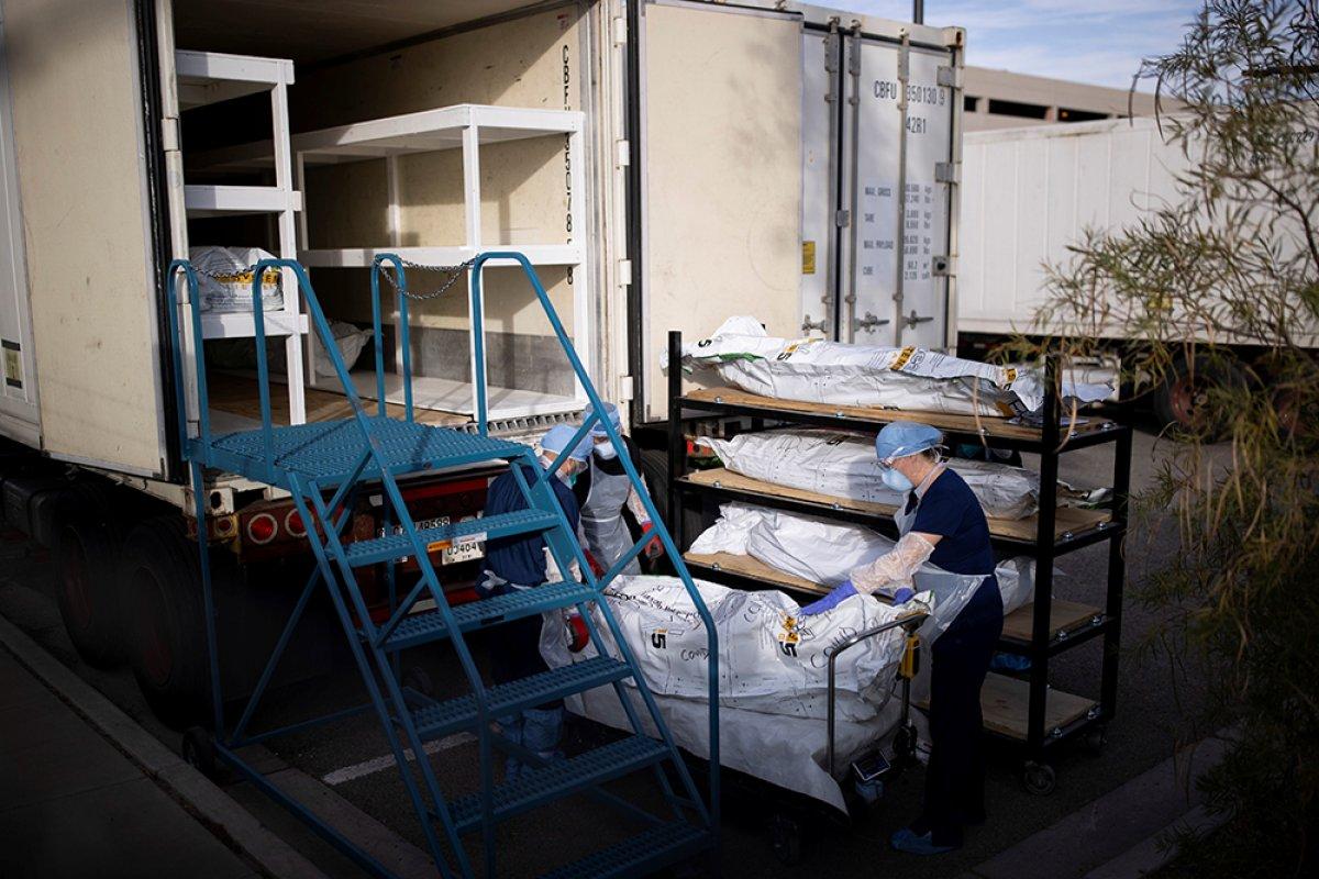 ABD de koronavirüsten ölenlerin cesetleri kamyonlara yerleştirildi #2