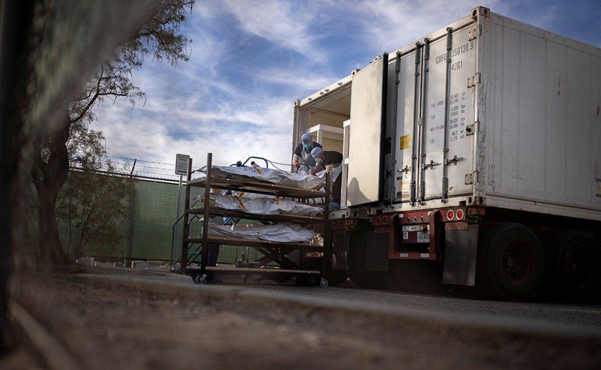 ABD de koronavirüsten ölenlerin cesetleri kamyonlara yerleştirildi #4