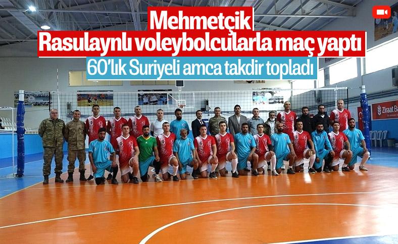 Mehmetçik, Barış Pınarı bölgesinde Rasulaynlı sporcularla voleybol maçı yaptı