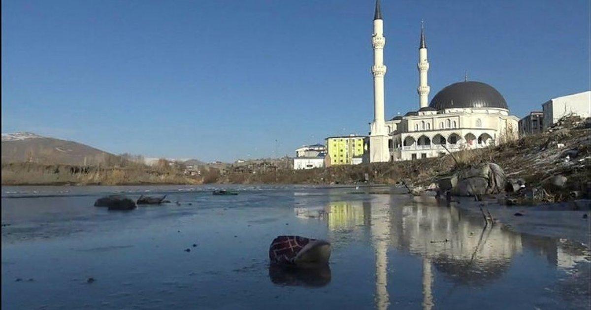 Ardahan da Kura Nehri nin yüzeyi buz tuttu #2