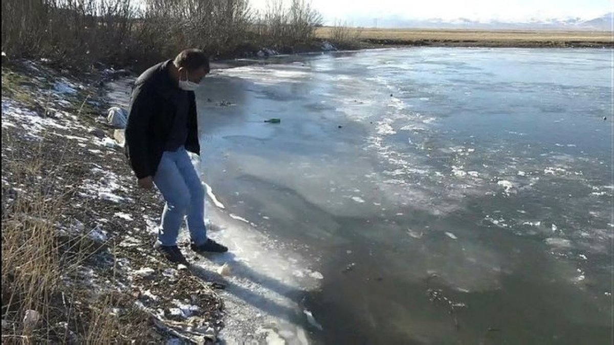 Ardahan da Kura Nehri nin yüzeyi buz tuttu #1